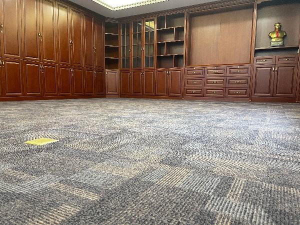 办公室地毯---青岛非凡泰盛包装有限公司方块地毯案例